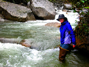 indrahara trek, river crossing Sarah Lexton